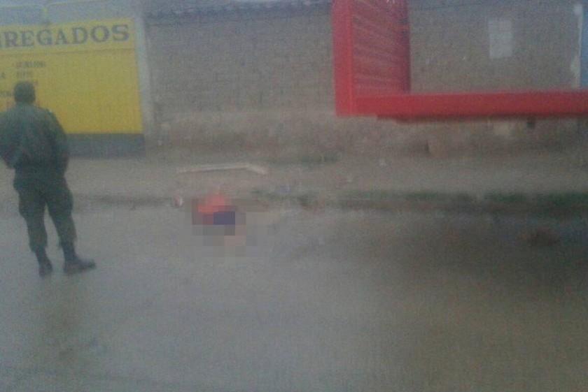 El cuerpo fue encontrado en plena calle. Foto: Gentileza