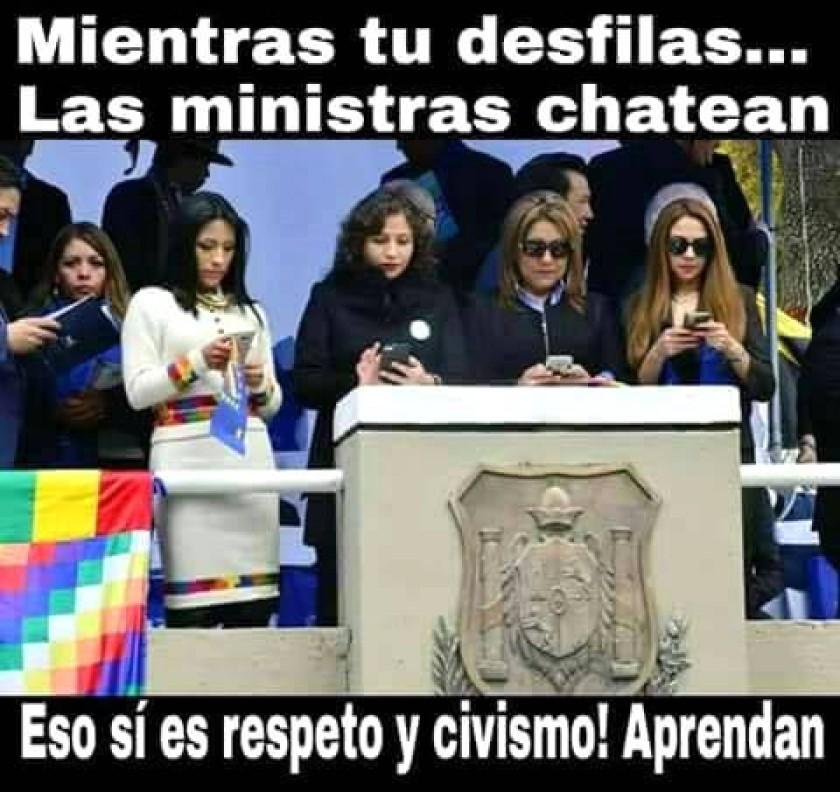 Uno de los varios memes de las ministras con sus celulares. Foto: Facebook