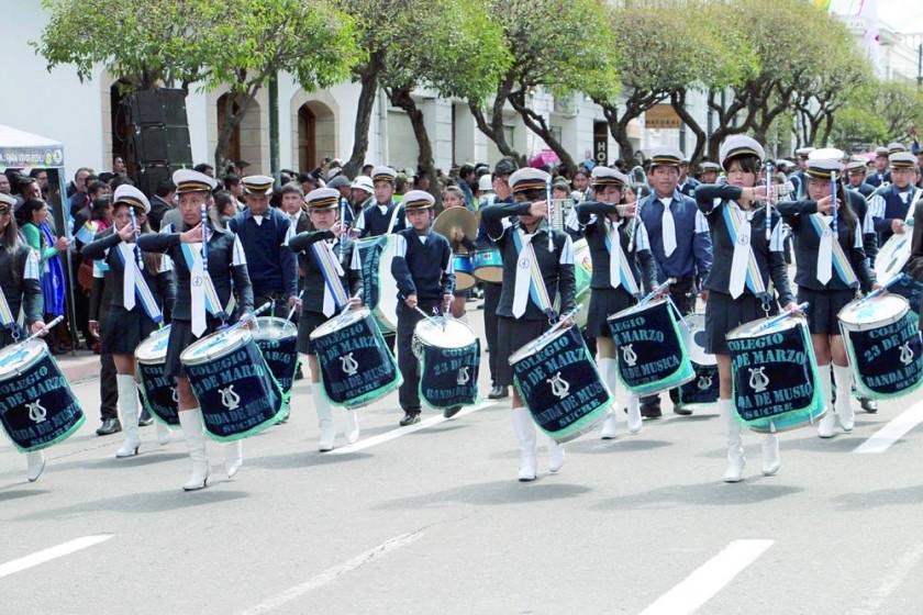El paso de la Banda del Colegio 23 de marzo