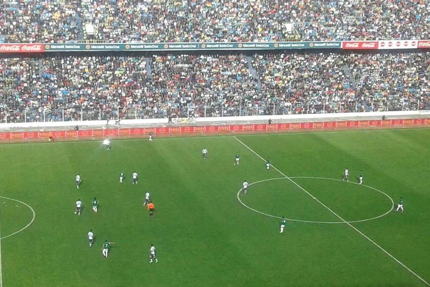 El estadio Hernando Siles está casi repleto. Foto: Alejandra Íñiguez