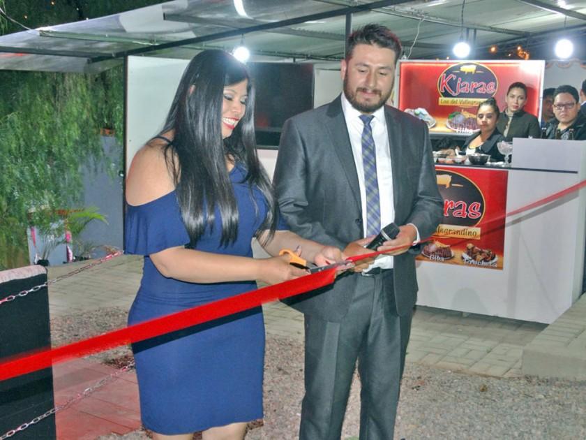 Yazmina Revollo y Ariel Almendras en el corte de cinta.
