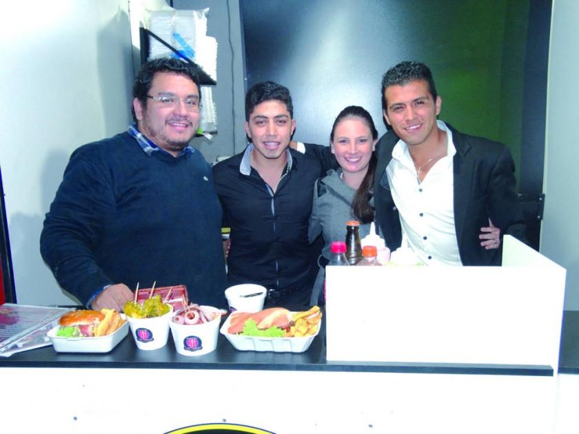 Las Flamas: Omar Corrales, Abel Zárate, Andrea Samso y Cristian Zamora.