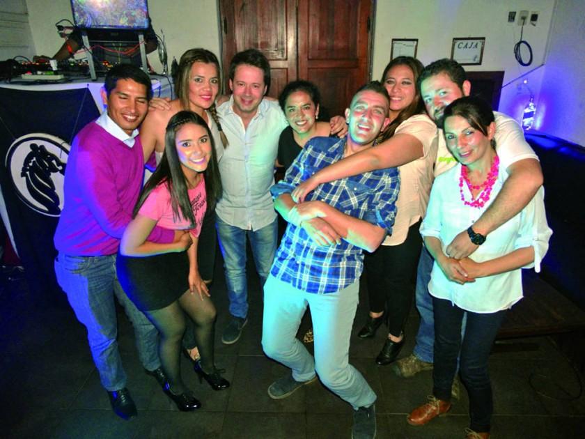 Bibiana Baldivieso (tercera derecha) celebró su cumpleaños.