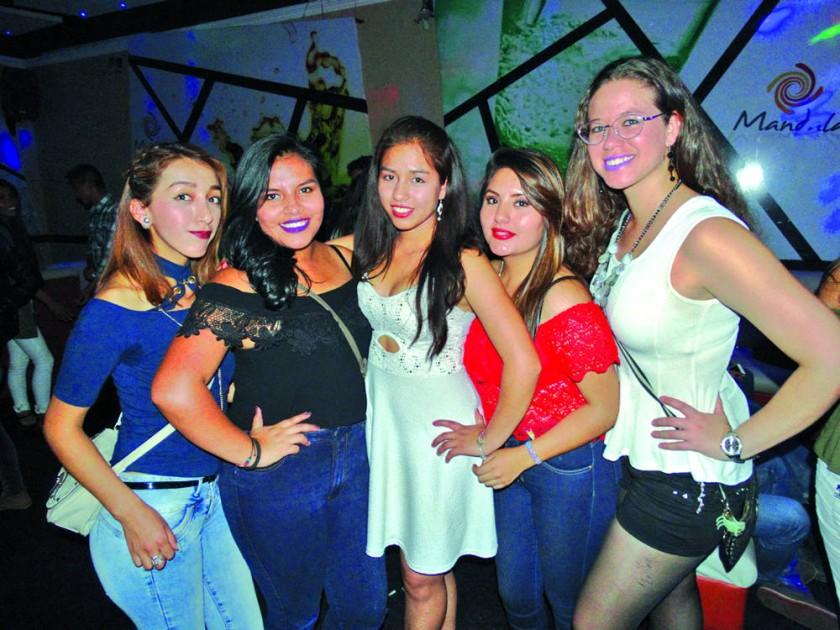 Karen Gareca, Belén Negrete, Gabriela López, Micaela Fonseca, Camila Ribera.