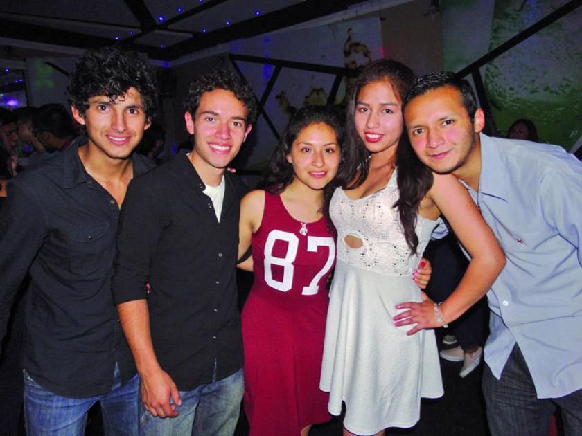 Steven, Daniel, Danahe, Gabriela y Gabriel.