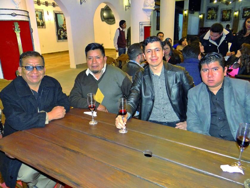 Víctor Chávez, Mario Tintaya (artista en hierro forjado), Sergio Yanatelli y Salvador Mancilla.