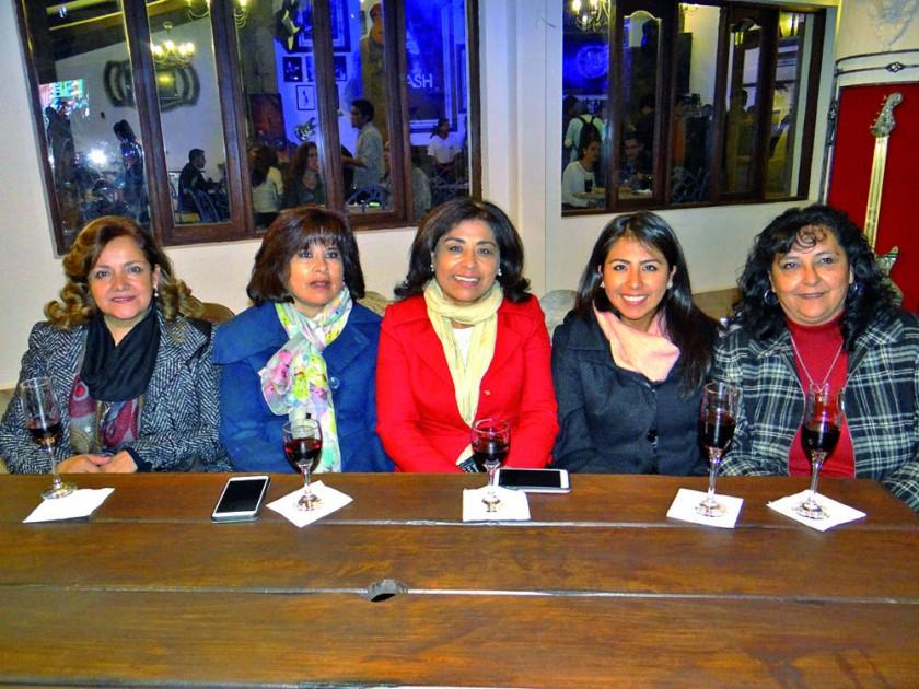 Rita Acebey, Riliana Santos, María Ester Santos,  Cecilia Azurduy y Ana Abrego.