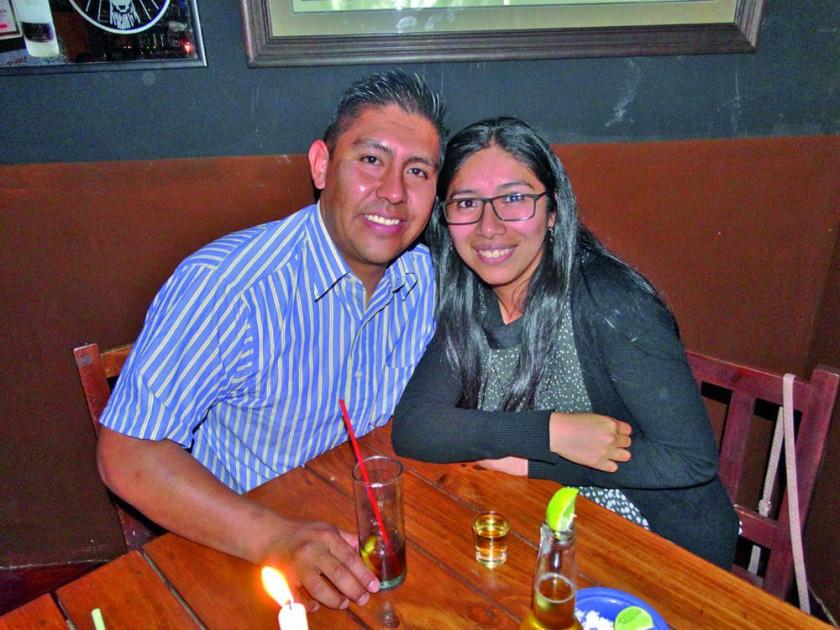 Edson Arciénega y Carolina Delgado.