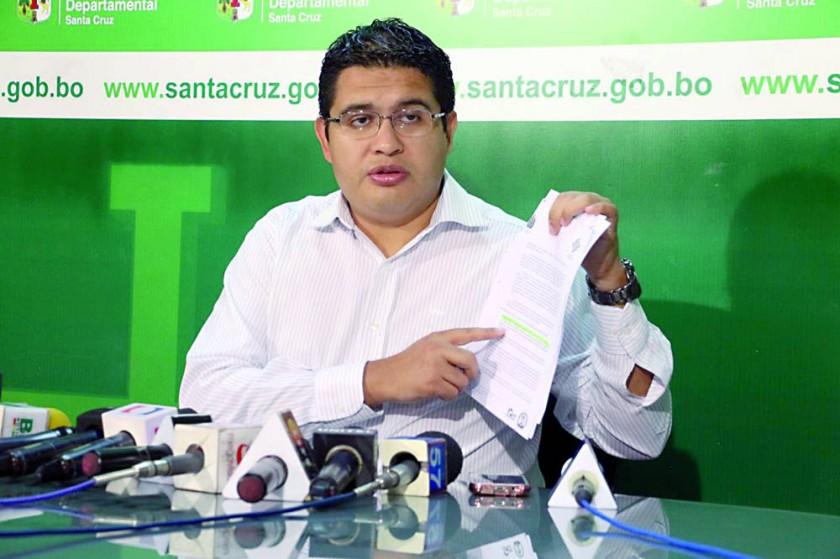AUTORIDADES. El Gobernador de Chuquisaca dijo que insistirá con el diálogo y el Secretario de Gobierno de Santa Cruz ...