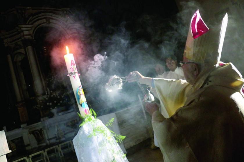 CATEDRAL. La celebración en Sucre de la Vigilia Pascual, la madre de todas las vigilias de la Iglesia Católica.
