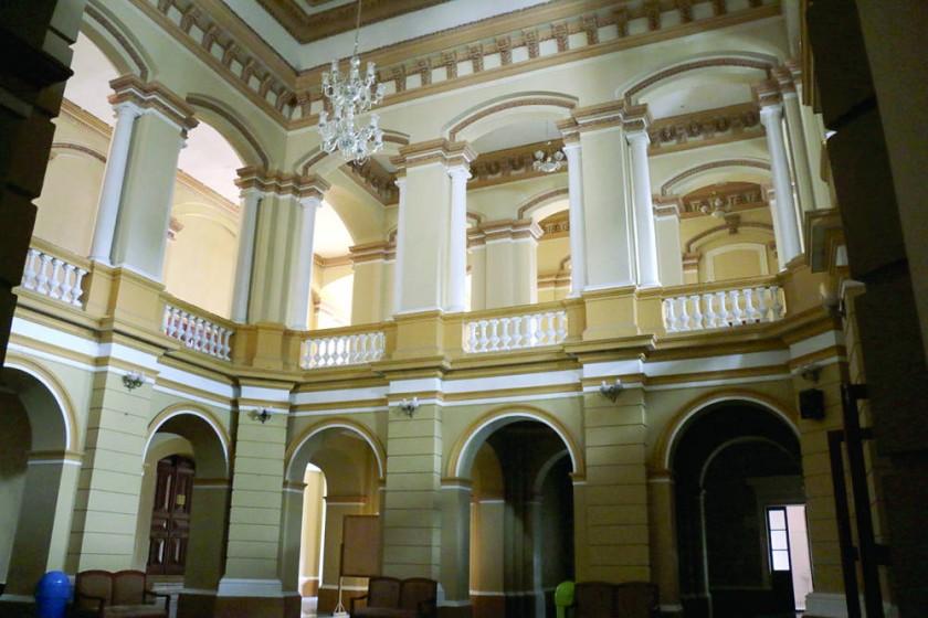 PROPUESTA. Una idea que recién avanza busca revitalizar el Teatro Gran Mariscal habilitando espacios culturales y un...
