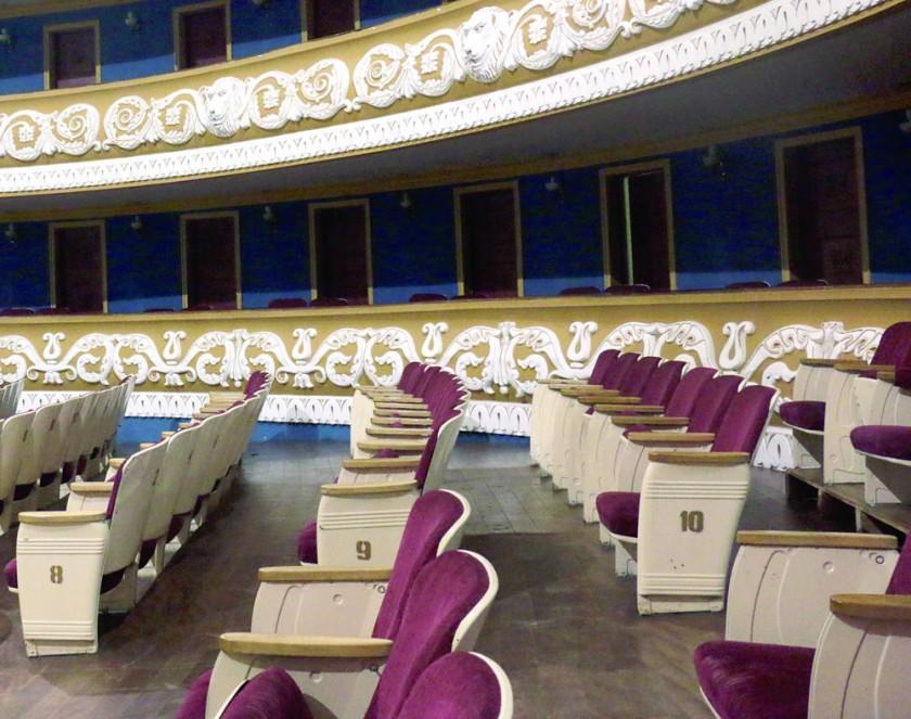 CAMBIO. La administración del Teatro solicitó hacer un cambio completo de butacas.