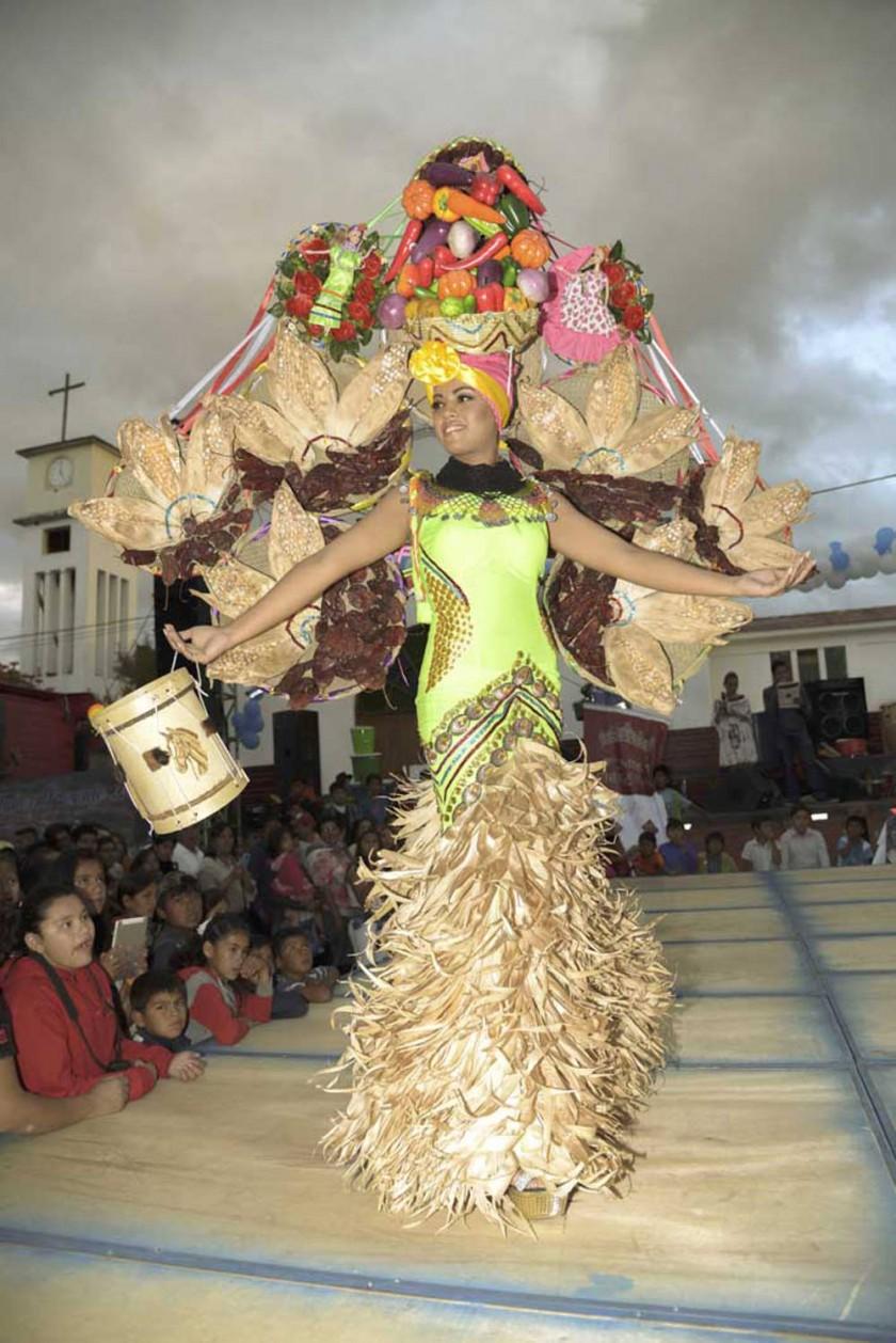 Miss Traje Típico, Yhara Wells Orías  representante de Muyupampa.
