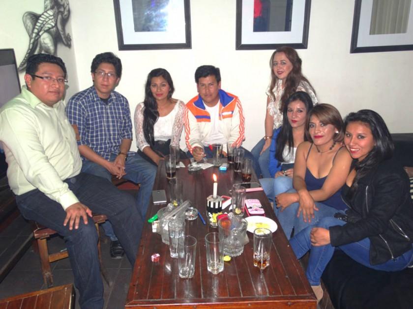 Maribel Murillo (primera izquierda) celebró su cumpleaños con sus amigos.