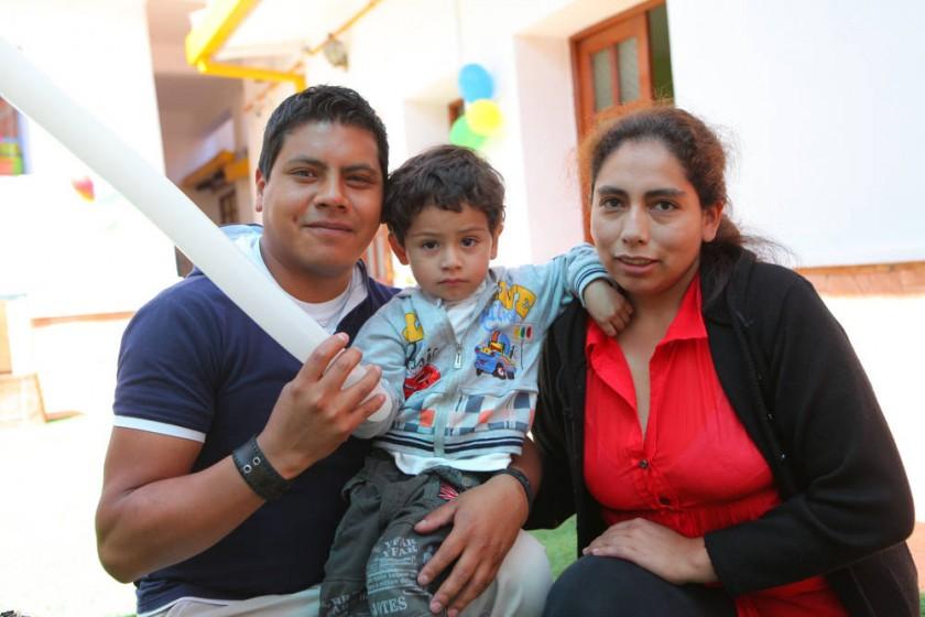 Juan Anze, Christopher Anze y  Silvia Salinas.
