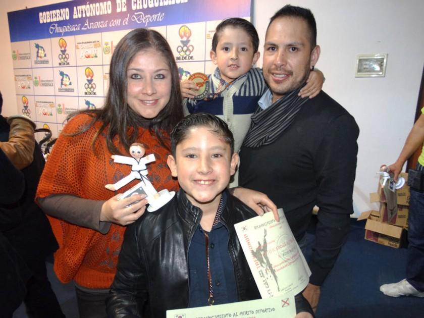 Mónica Villa, Isaac Reyes Villa, Elías Reyes Villa y Guido Reyes.