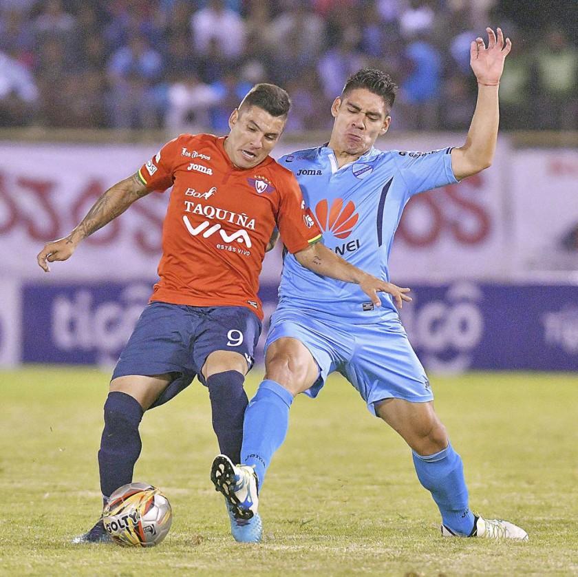Un pasaje del partido jugado anoche, en Cochabamba.