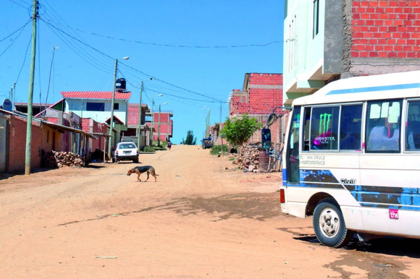 AVENIDA. El servicio que cumple el Sindicato de Transporte San Cristóbal reclama mejores vías de acceso.