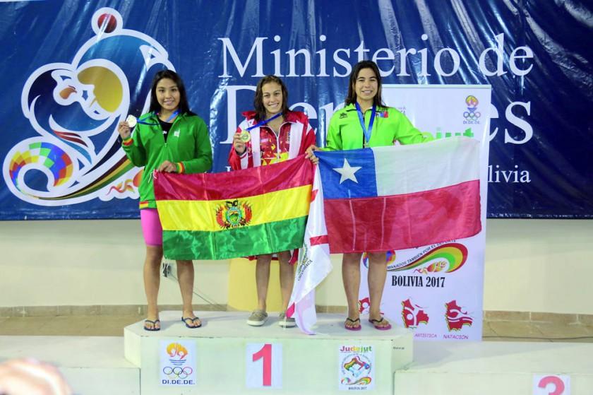 Isabel Caballero volvió a subir al primer lugar en natación.