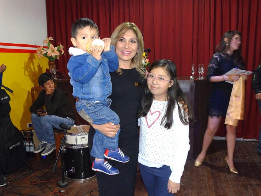 Willy Gantier Villarroel, Antonieta Villarroel y Valeria Gantier Villarroel.