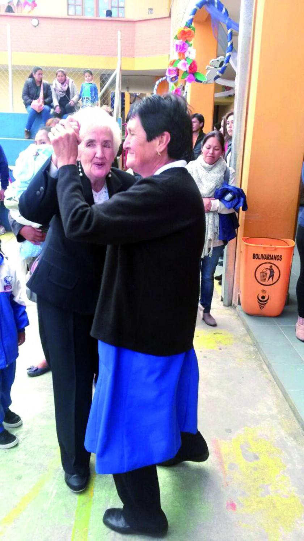 Marina Zilvetti y Mirtha Castro,  celebrando las Bodas de Brillantes.