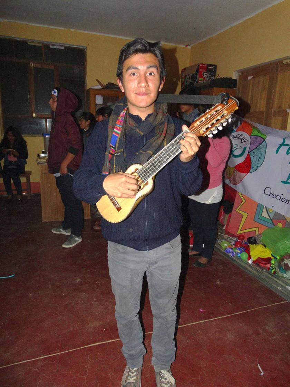 Álvaro Mendoza, solista.