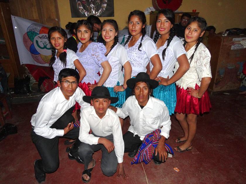 """Danza folclórica """"Salay"""" a cargo de los jóvenes del Wiñay Bartolina  y Canadá."""