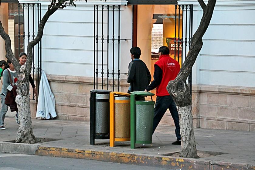 TRÍO. Los basureros instalados más recientemente en el área patrimonial.