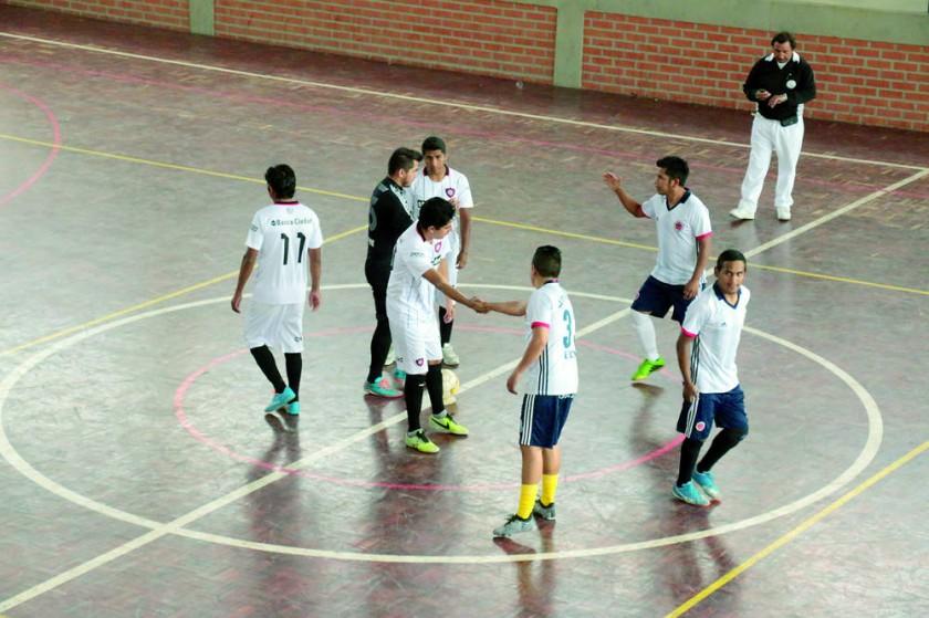 Los partidos de fútbol de salón se juegan en las tardes de los días martes y jueves.
