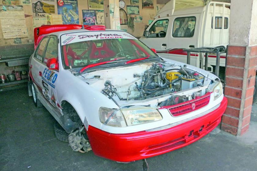 Los talleres ponen a punto los autos para la prueba tuerca.