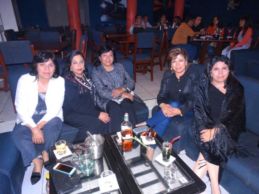 Rosario Navarro, Katia Peña, María Alarcón, Vivian Yáñez y Roxana Pavón.