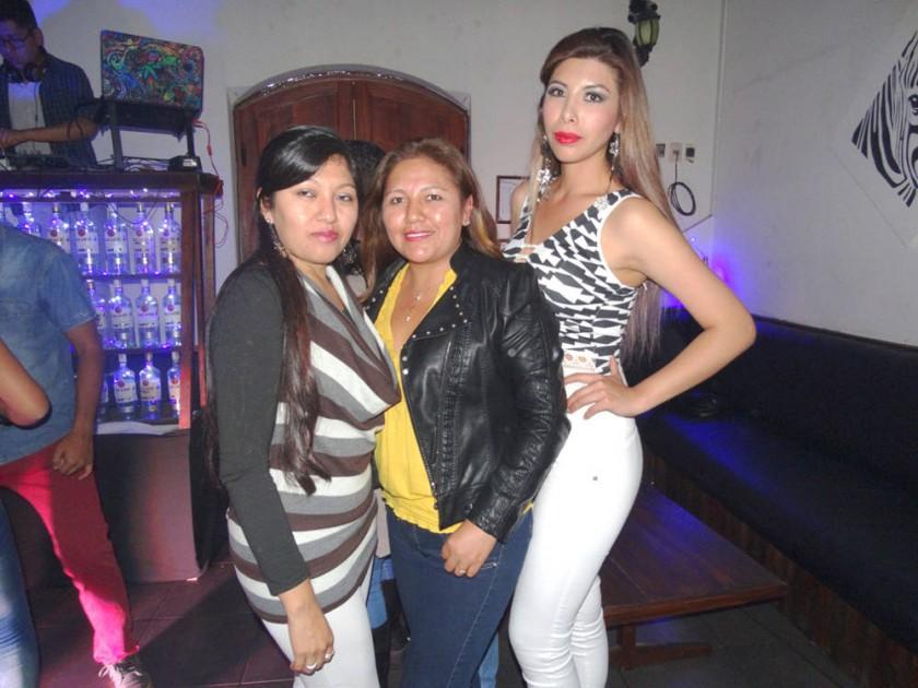 Vania, Nelly y Ana.