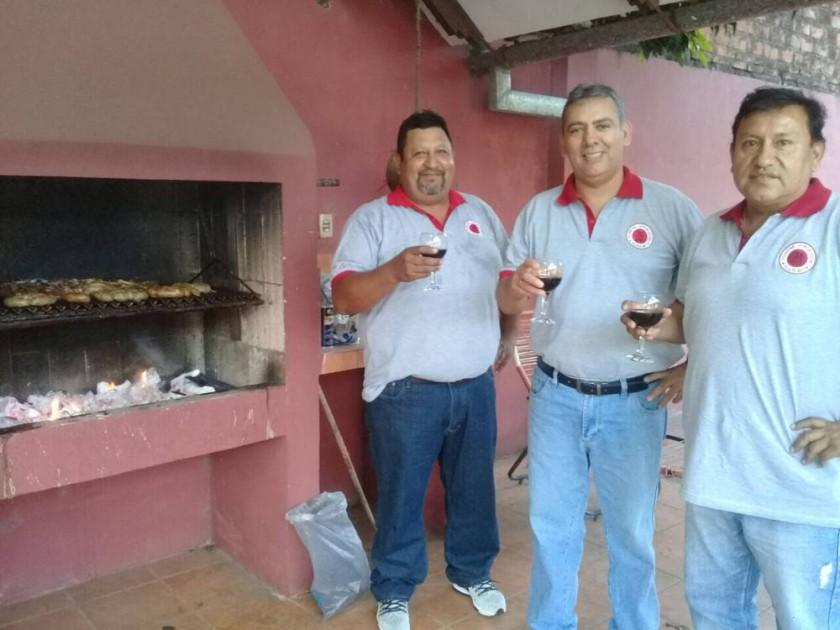 Edwin Morales, Tito Antequera y Hugo Romero  comparten la celebración realizada en Santa Cruz.