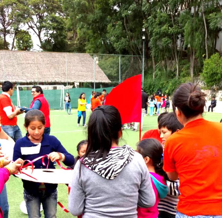 Niños participando de uno de los juegos recreativos.