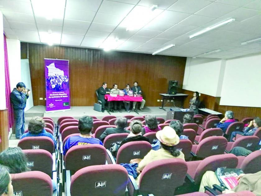 DICCIONARIO. Estuvieron durante la presentación de la obra archivística nacional Luis Oporto, Gonzalo Molina, Máximo...