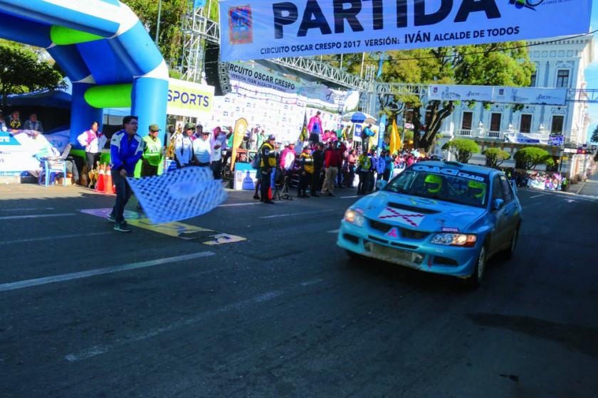 El chuquisaqueño Oscar Salazar cruza la meta en la categoría RC2N N.
