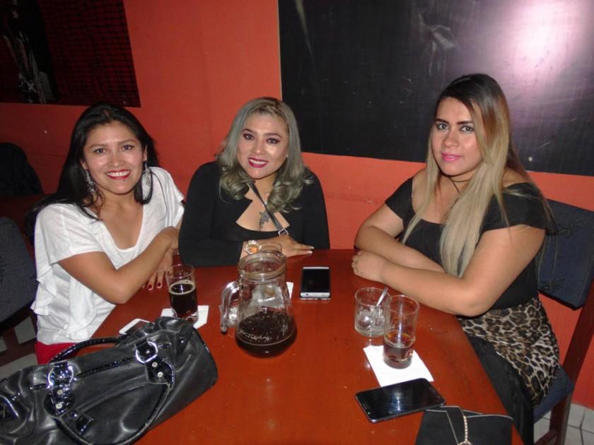 Mariela Linares, Claudia Linares y Jhoana Suárez.