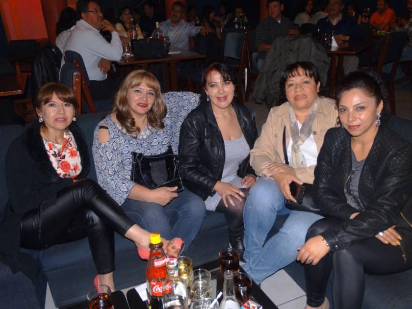 María Eugenia Delgadillo, María del Carmen Barela, María René Villavicencio, Cecilia Oquendo y Fabiola Villavicencio.