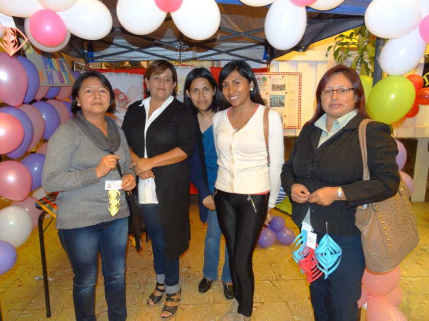 Delia Garzofino, Elizabeth Torres, Patricia Díaz, Katherine Quiñonez e Ivonne Tarqui, Derecho a la propiedad.
