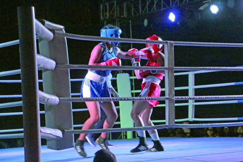 una de las peleas preliminares