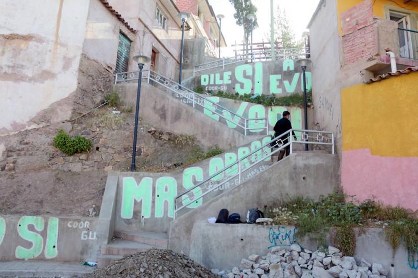 AMENAZA. Las escalinatas muestran descuido y son muchas veces refugio de bebedores.
