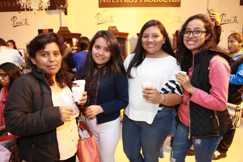 Dora Núñez, María Campos, Camila campos y Natalia Flores.