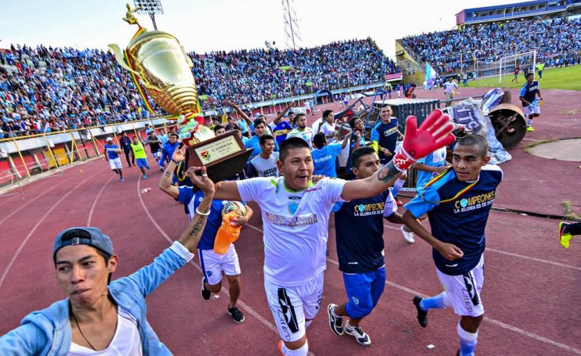 El festejo de los jugadores celestes tras conquistar el título.