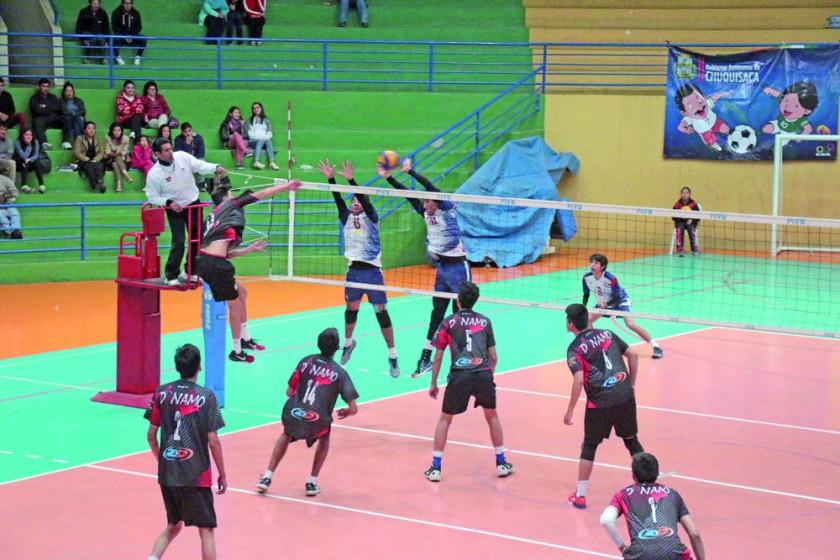 El equipo chuquisaqueño conquistó su segunda victoria en la fase clasificatoria y se instaló en las semifinales.