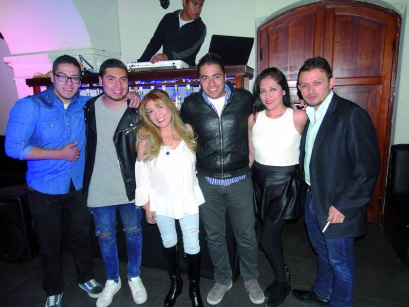 Miguel, Carlos, Maribel, Rodrigo, Claudia y Mauricio.