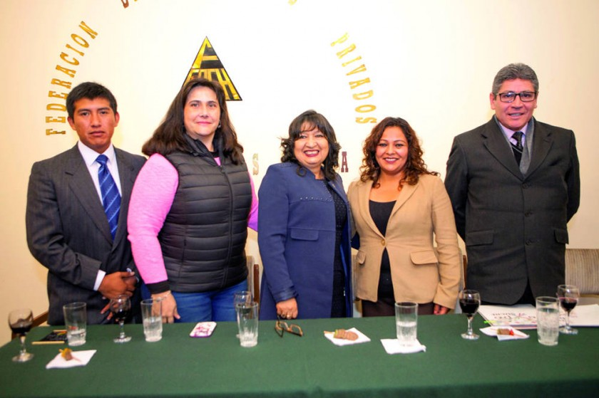 Ali Sánchez, Paola Álvarez, María Teresa Dalenz, Alcira Barja y Juan Carlos Sánchez.