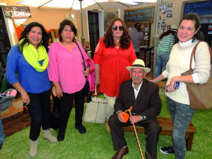 Judith, Fabiola, Carmen, Ramón y Jaqueline Dávalos