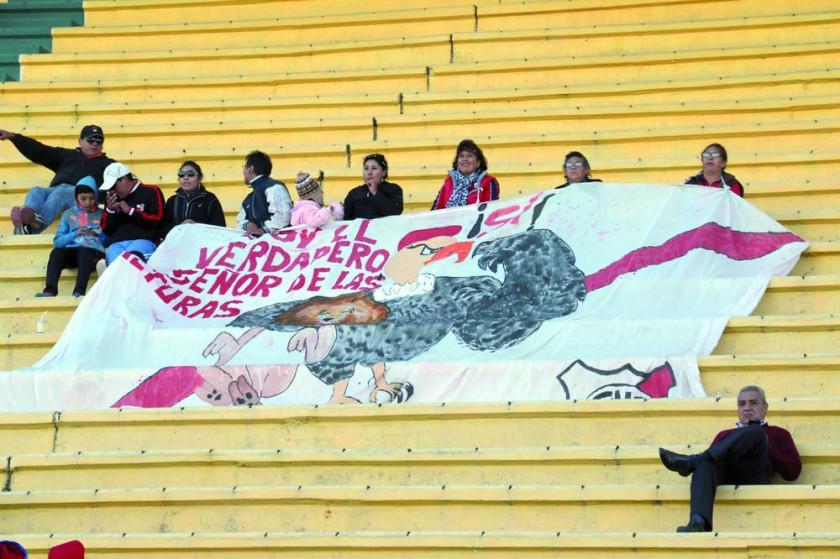 Festejo de los jugadores de Nacional Potosí, que contaron con una reducida parcialidad en las tribunas.