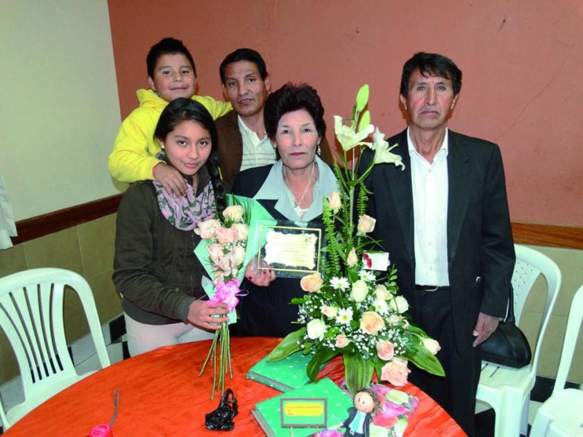 Marina Carballo (segunda derecha) acompañada de su familia.