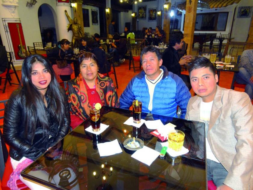 Carla, Fidelia, Beto y Edwin Rojas.